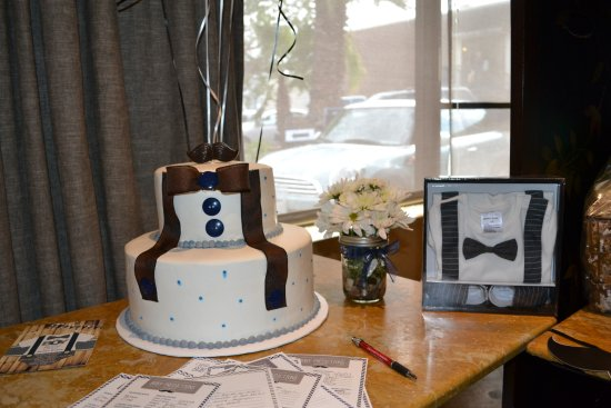Gale's Italian Restaurant and Bar: WE brought our own cake in at no exta cost to us