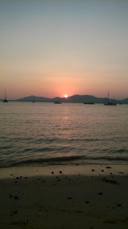 Kantary Bay, Phuket: Sunset from the room top pool.