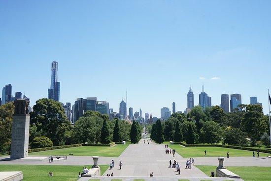 Oceania Tours & Safaris - Day Tours: View from war memorial Melbourne Au