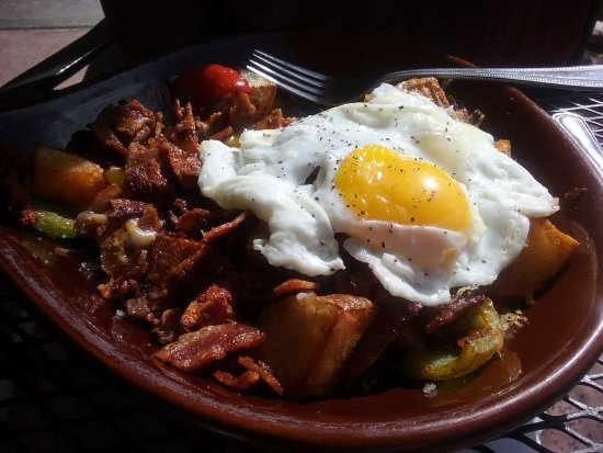 Sahuaro Cafe: This is hubby's Sahara Skillet with over easy eggs and bacon crumbles. He shared bacon ... delis