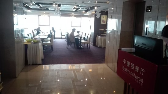 Plainvim International Boutique Hotel: Restaurant where breakfast buffet is served