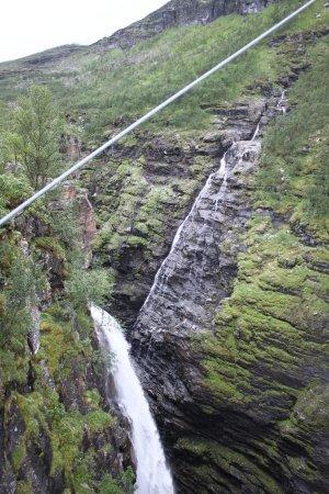 Birtavarre, Norway: Вид с моста