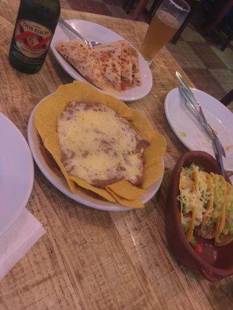 El Mariachi Cantina Mexicana: A comida é muito saborosa e o preço é justo. Pedi ajuda para escolher e adorei. Quero voltar...