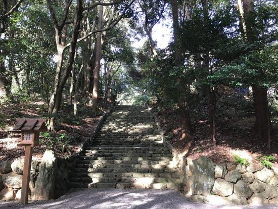 Yamato-hime Shrine: 階段を上ると社殿があります