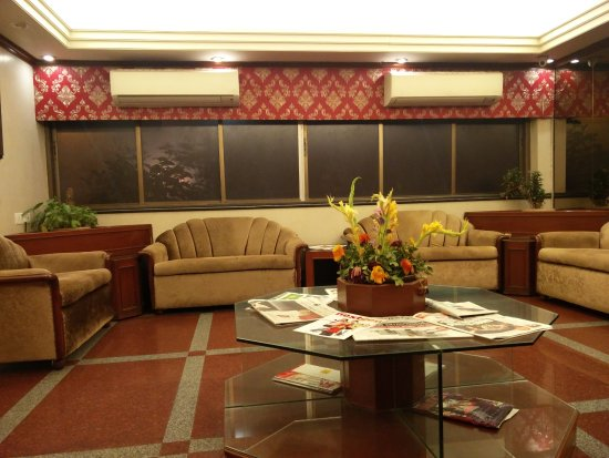 Hotel Mogul Palace: Big lobby to meet someone