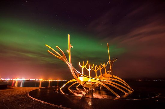 Reykjavik Residence Hotel: Northern Lights from The Sun Voyager 1st Feb 2017 - 5 mins walk from the Hotel.