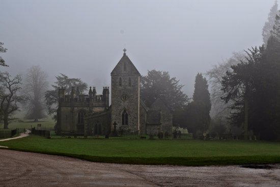 Ilam, UK: This is a little church opposite the Hall.