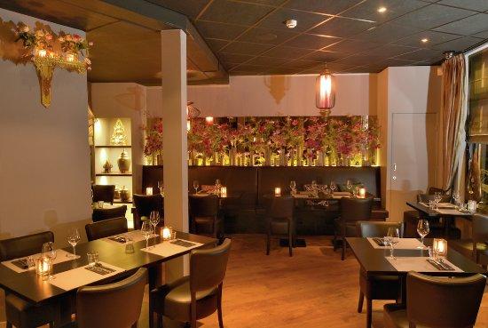 https://media-cdn.tripadvisor.com/media/photo-s/0e/60/48/7e/thai-restaurant-bangkok.jpg