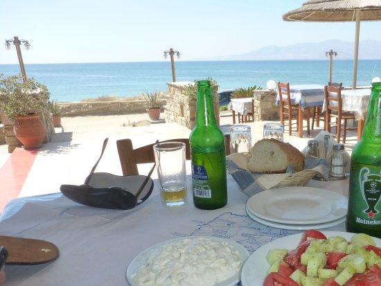Plaka, Grækenland: Lekker fris pintje,Griek salad,