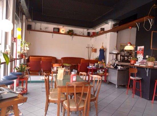 Montichiari, Italien: Drink e locale