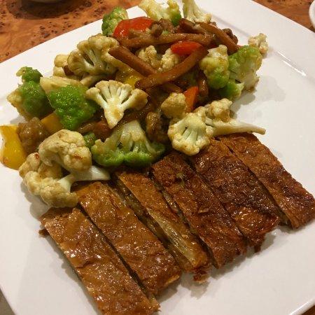 Lingzhi Vegetarian: The presentation of crisp roast duck is rather amateur for an establish resturant