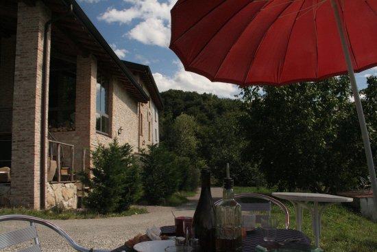 Pellegrino Parmense, İtalya: Cene e pranzi serviti all'aperto in posizione panoramica