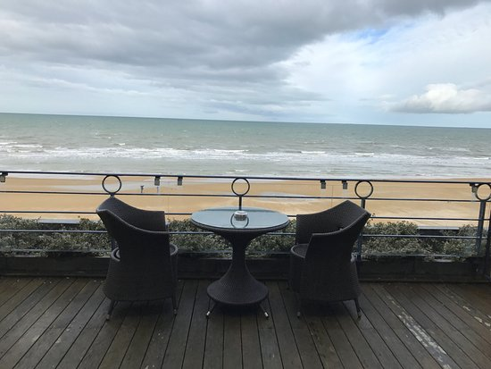 terrasse vue mer photo de le grand hotel cabourg mgallery collection cabourg tripadvisor. Black Bedroom Furniture Sets. Home Design Ideas