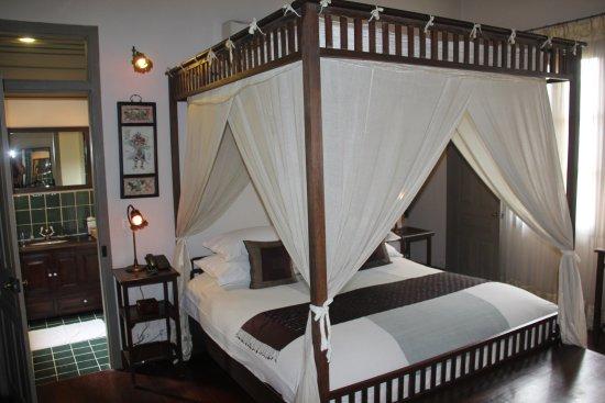 Satri House: fun and beautiful room.