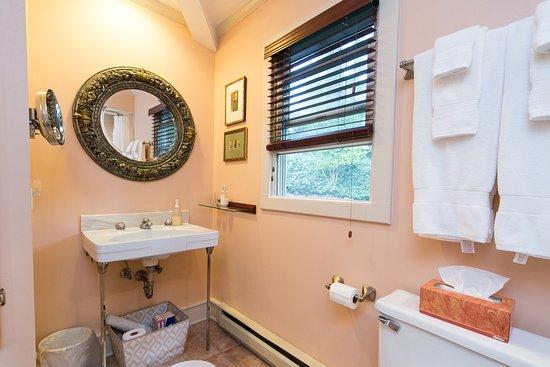Saugatuck, MI: Bathroom, Tuscany Cottage