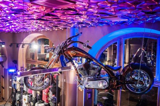 Hard Rock Cafe Kraków: Interior.