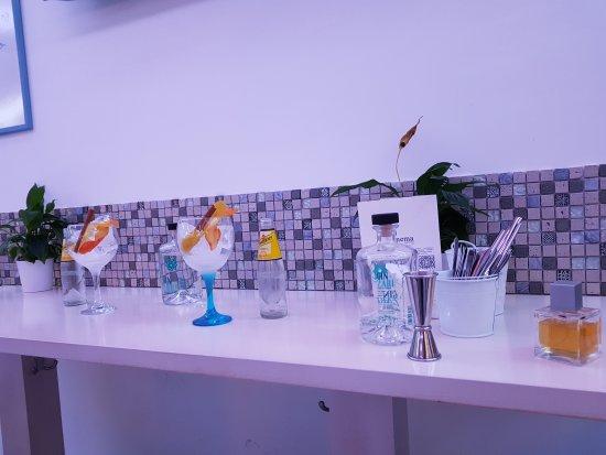 Peligros, Spain: Platos, Tapas, Gin Tonic