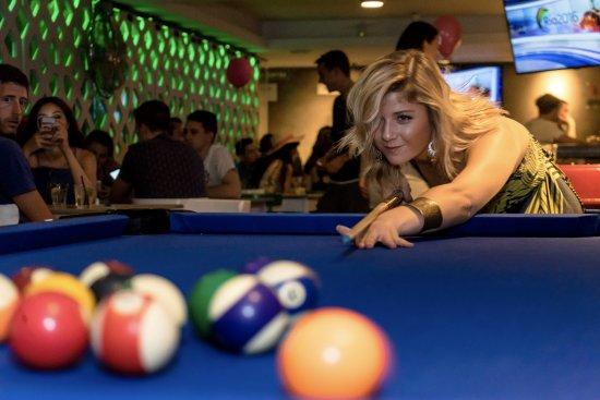 Belushi's: Shoot a game of pool