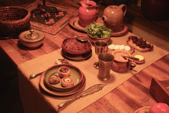 Montreuil-Bellay, Francja: Table dressée, Galipettes, rillettes, mogettes en cassole, beurre fermier, fromage de chèvre fra