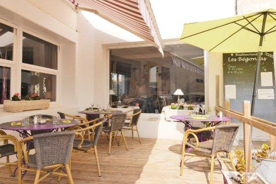 Restaurant Les Begonias: Terrasse extérieure