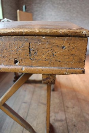 Kokkola, Finlandia: Antique school desk
