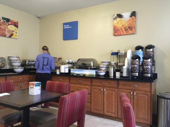 Comfort Inn Dayton / Miller Ln.: Breakfast included