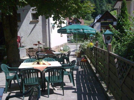 Alpirsbach, Alemania: Im Sommer lädt der Biergarten ein