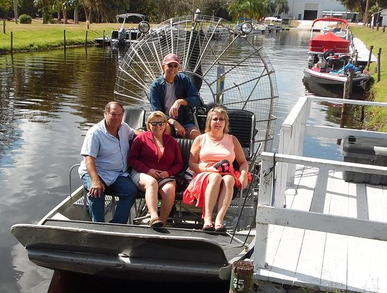Lake Placid, FL: Four of us just returning from Bullfrog Airboat Tour with Capt Lee taking the photo.