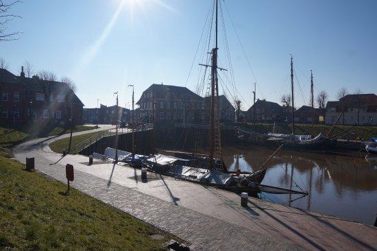 Der historische Museumshafen im Otskern mit den