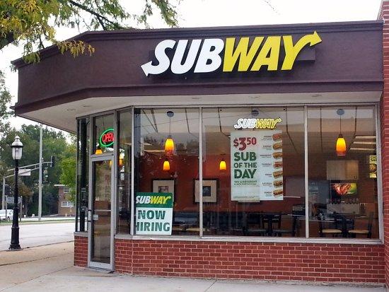 พาร์คริดจ์, อิลลินอยส์: corner entrance to Subway
