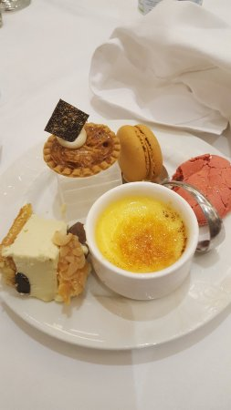 La Marquise Luxury Resort Complex: Puddings!