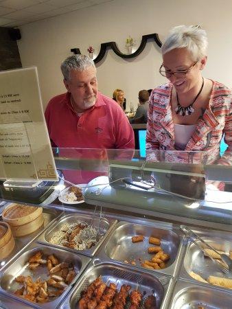 Munsbach, Luxemburgo: Grand choix de plats au buffet