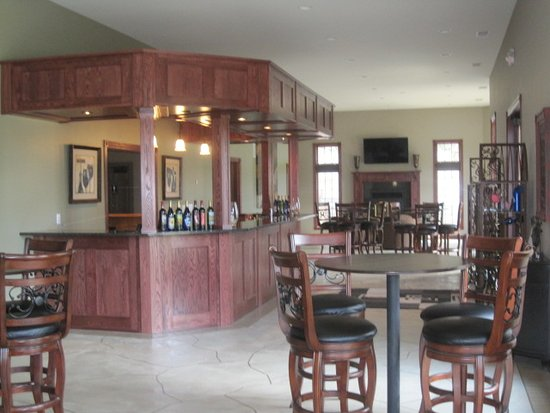 Guttenberg, IA: Our spacious Tasting Room