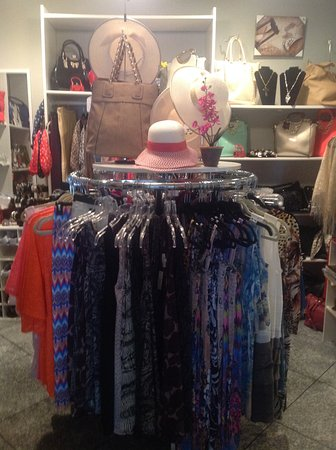 Guttenberg, IA: Vineyard Treasures- Women's clothing, purses, jewelry and more!