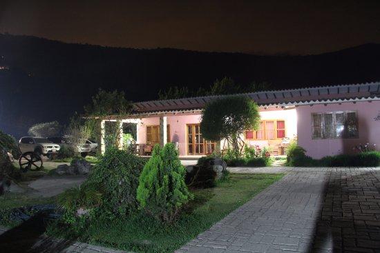 Posada La Hacienda Vieja: Áreas en la noche