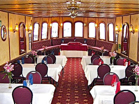 Brockville, Kanada: The plush interior of the Islands' most elegant river cruiser, the 'Lady of the Isles'