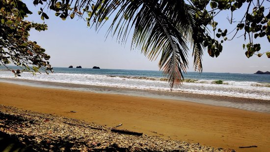 Ballena, Costa Rica: Beautiful waves at Playa Pinuela