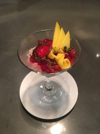 Granite de champagne et cranberries pre dessert - Picture of ...