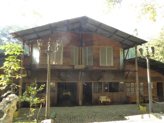Hotel El Recreo Lanquin Champey: The hotel and restaurant