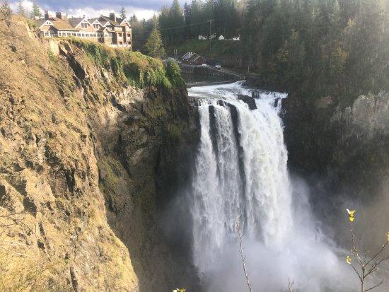 Snoqualmie falls with Salish Lodge