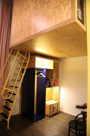 Hotel Schani Wien: Loft Style Bed