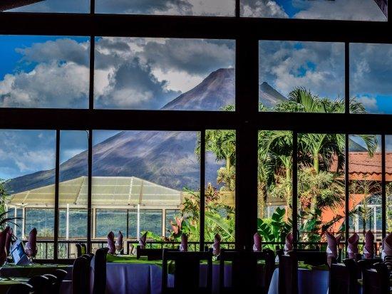 Restaurante Loma Linda: Una impresionante vista al Volcán desde nuestro restaurante.