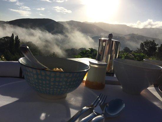 Bidarray, Frankreich: Terrasse le matin pour le petit déjeuner  Quelle vue !