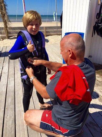 Bloemendaal, Niederlande: Stoere mannen gaan catamaran zeilen! Bas gaat voor de Try Out!
