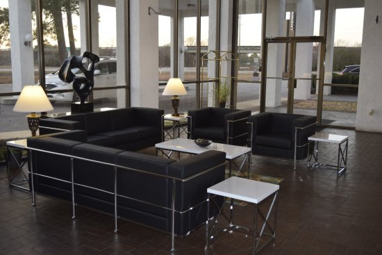 The Landmark Inn: lobby