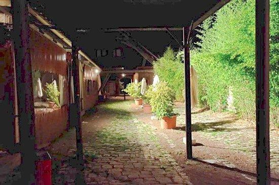 Raveau, فرنسا: salle de réception ouverte sur patio