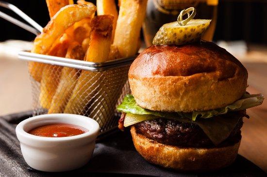 Belton, UK: Cheese burger