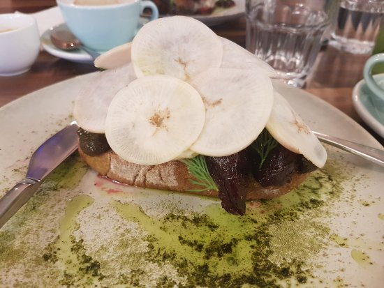Rathgar, Irlande : Eel with beetroot