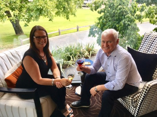 Queenstown Park Boutique Hotel: Moira and Allan Scott enjoying Happy hour at the Queenstown Park