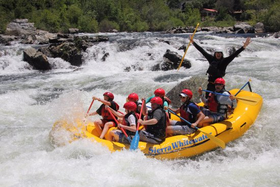 Coloma, แคลิฟอร์เนีย: Troublemaker rapids on Chili Bar section of South Fork American River.